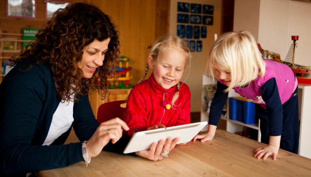 Associate professor Ingunn Størksen uses tablets in behavioural research on children. (Photo: Morten Berentsen)