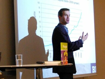 Professor Erling Røed Larsen thinks we should get better at thinking in terms of hours, rather than in kroner, when considering how to run the Norwegian economy in years to come. (Photo: Hanne Jakobsen)