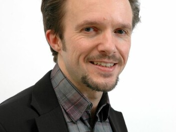 Researcher Per Einar Binder thinks we should loosen up when it comes to letting out our positive feelings, but we should be cautious about sharing the negative ones. (Photo: UiB)