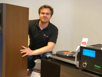 Between a massive speaker and a vinlyl record player: Lars Christian Jensen at the Soundgarden electronics store in Oslo.