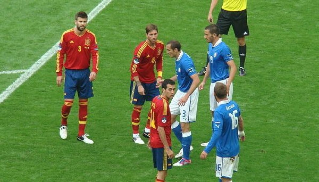 Spain prepares for corner kick against Italy on June 10. The match ended in a draw. (Photo: Arvedui89/Wikimedia Commons)