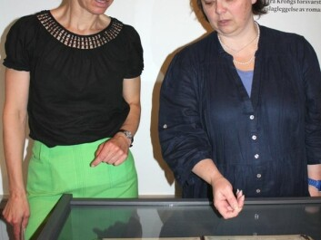 Vibeke Waallann Hansen and Ellen Lerberg at the showcase containing the album of prostitute pictures. (Photo: Marianne Nordahl)