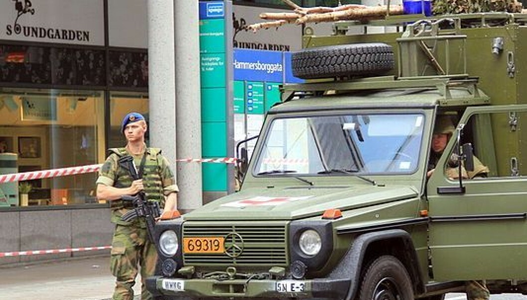 Perhaps a more common sight in the future – a military check-post on the street Hammersborggata in Oslo, the day after a Norwegian terrorist bombed government buildings and massacred young Labour Party members. (Photo: Chell Hill/ Wikimedia Commons)