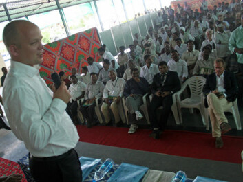 A large audience of local farmers in Andra Pradesh turned up last week to hear the Norwegian Minister of Agriculture Trygve Vedum talk about measures for creating a more versatile agriculture. (Photo: Asle Rønning)
