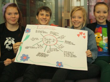 The researchers from Frydenburg School have written on their poster: How can we help give the elderly more time out of their rooms? From left: Juliet Kvam (14), Jørgen Johansen (14), Jenny Skoland (13) and Hedda Larssen (13). (Photo: Ida Korneliussen)