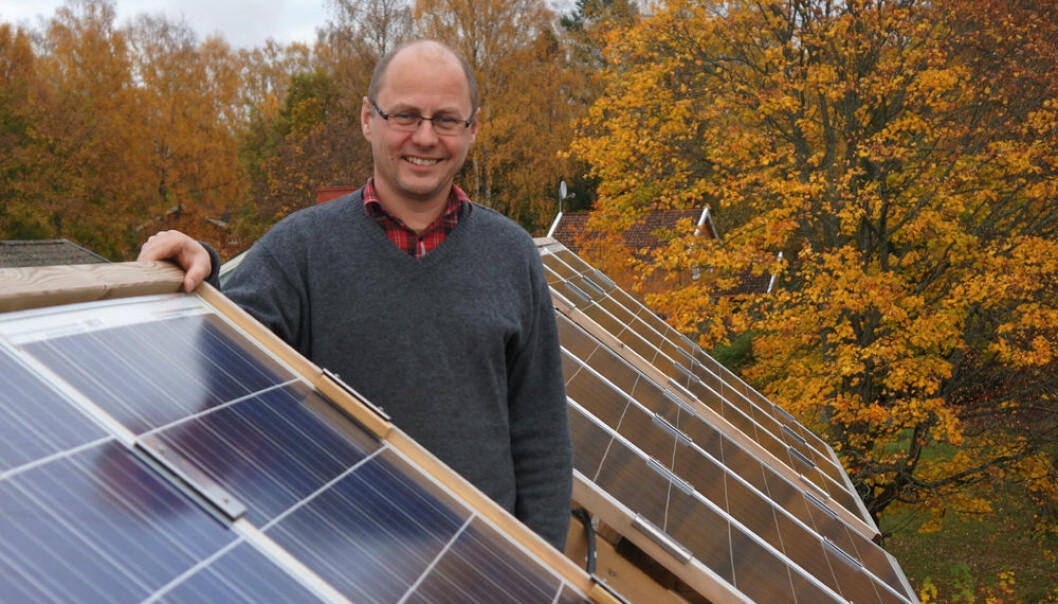 """The Nordic countries are well-suited for solar energy,"" says Associate Professor Espen Olsen at UMB. The solar cells here are used to teach students about environmental technology. (Photo: Arnfinn Christensen)"