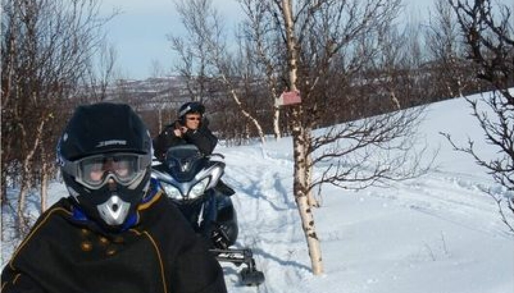 Research Fellow Grete Mehus (at rear) says most young snowmobilers are serious about safety. For example, 81 percent always use a helmet. (Private photo)
