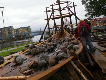 Archaeologists, boat builders and volunteers are reconstructing a true copy of the Oseberg ship, a more than 1,200 year old Viking ship discovered in a large burial mound in Vestfold county, Norway.(Photo: Bjørnar Kjensli)