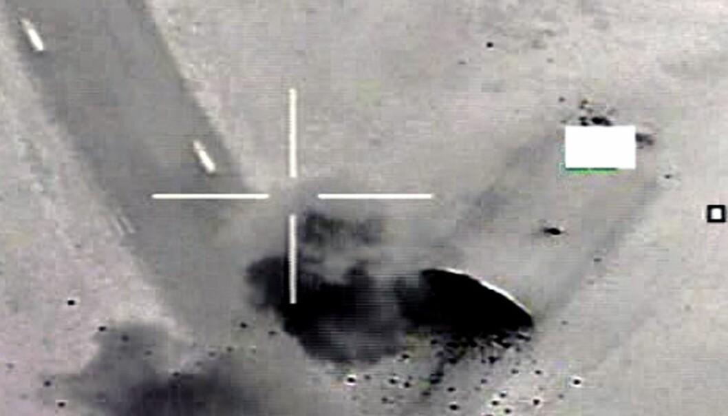 A Norwegian bomb hits a hangar in Libya during Operation Odyssey Dawn. Norway dropped nearly 600 bombs on the country without being involved in target selection. (Photo: Norwegian Defence Media Centre)