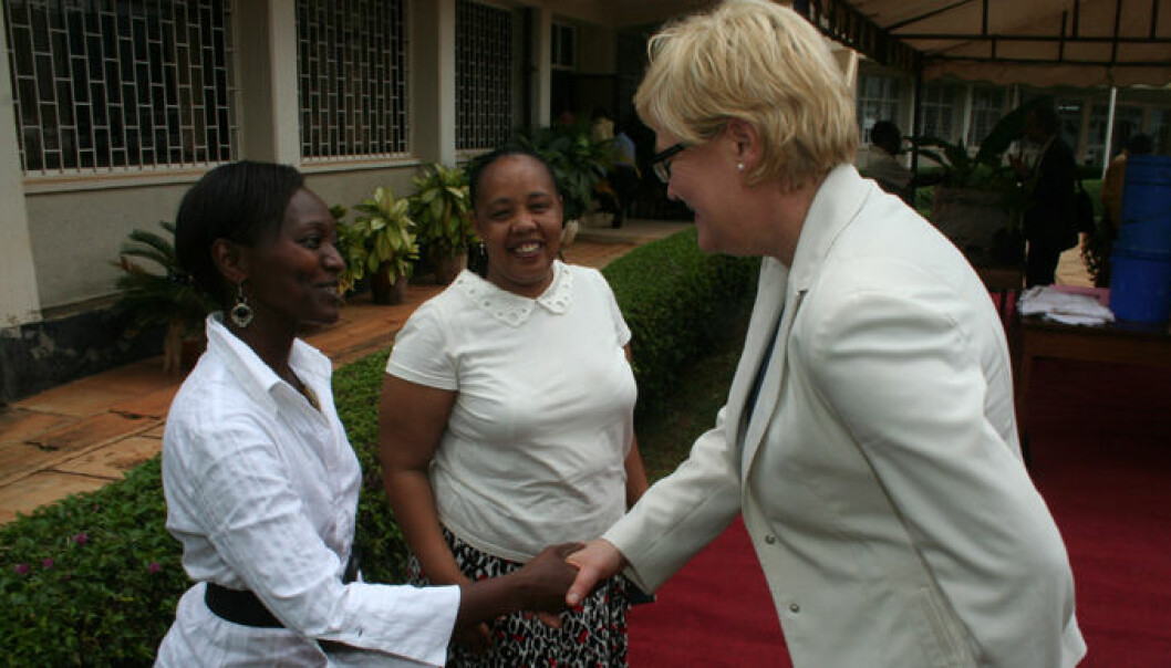 Minister of Education and Research Kristin Halvorsen (right) is greeted by Nyambilila Amuri of Tanzania's Sokoine University of Agriculture. Felister Mombo stands behind them. Amuri received support from the Norwegian Agency for Development Cooperation (NORAD) for her master's degree and Mombo studied in Norway. (Photo: Asle Rønning)