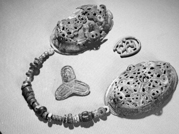 The difference is evident between traditional Viking jewellery like the ornament above and imported items. (Foto: Ove Holst/Kulturhistorisk museum)