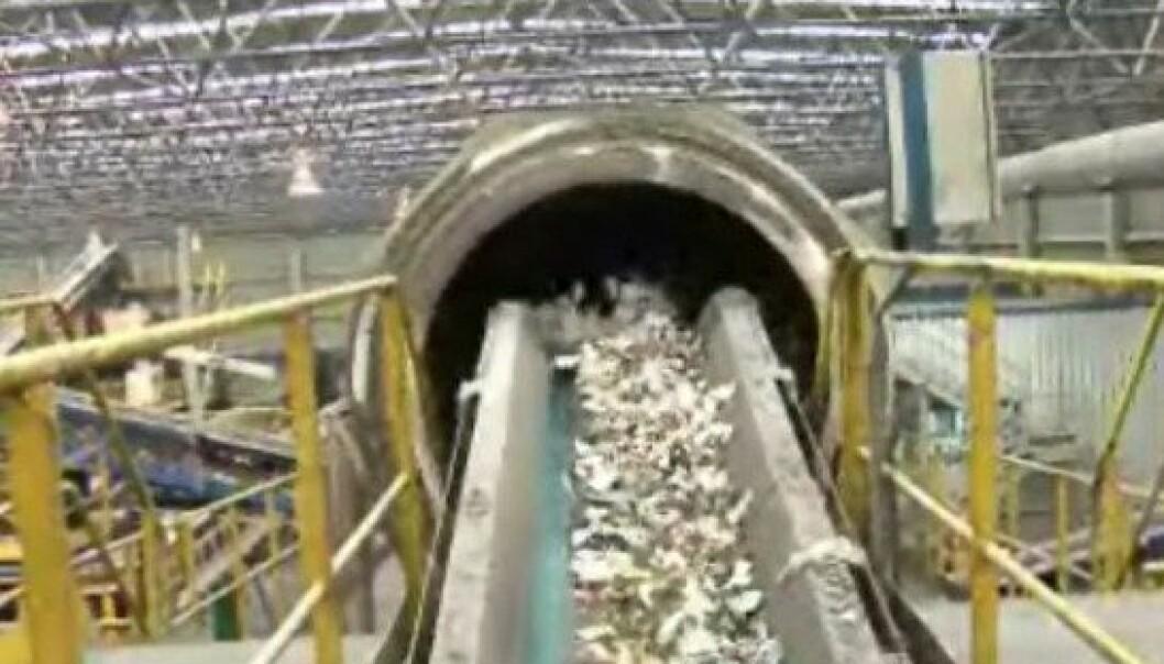 A new sorting machine in Follo Municipality sorts plastic and organic household trash. (Photo: NRK)