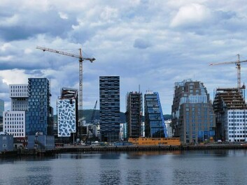 The so-called Barcode row of high-rises along part of Oslo's Bjørvika waterfront have caused considerable debate. Despites a diversified use of narrow facades, these are steel and concrete that block sea views and cast shadows.  Signature buildings in wood are what is needed to make the environmentally better material more popular in large buildings, thinks Nygaard. (Photo: Helge Høifødt/Wikimedia Creative Commons)