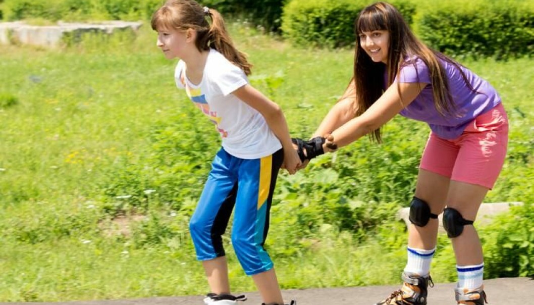 While teenage boys use lawns to play ball games or perhaps toss Frisbees, teenage girls might find alternative activities. (Photo: Colourbox)