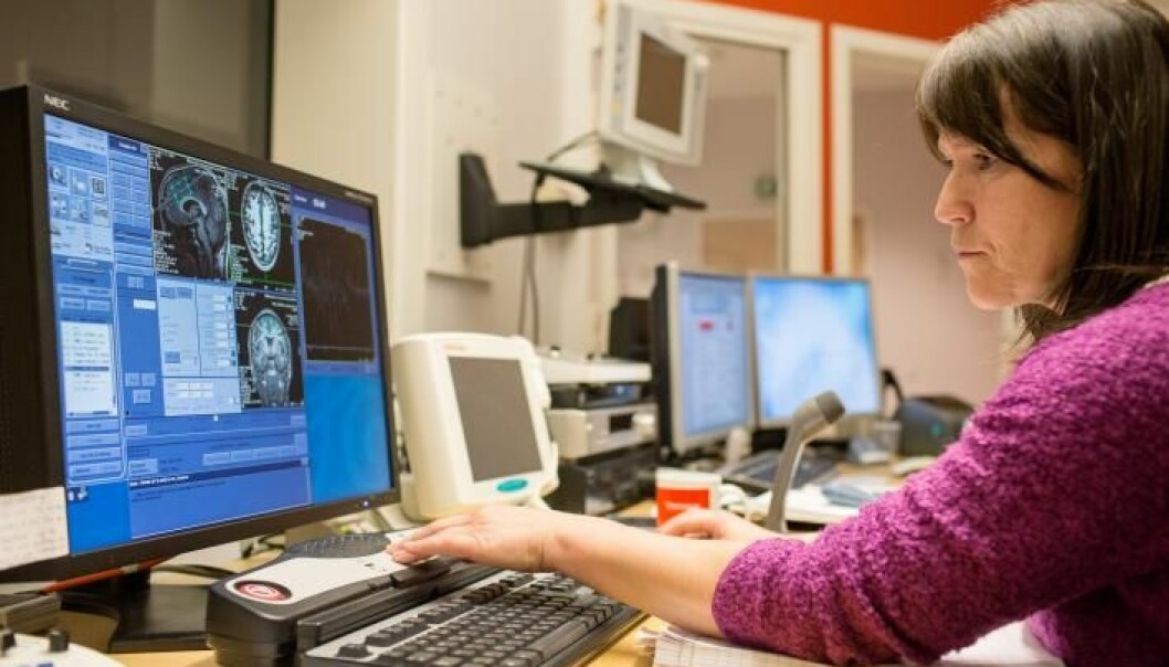 While the brain of an Utøya survivor is scanned in an MR-scanner, radiographer Turid Randa sits in the control room and ensures that valuable information about the brain is saved. Images of the brain's structure and activity are especially interesting for the researchers. (Photo: Eivind Senneset)