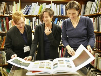 """Professor Patricia G. Berman (in the middle), with colleagues, looking at the book """"Munch on Paper"""". (Photo: Annica Thomsson)"""