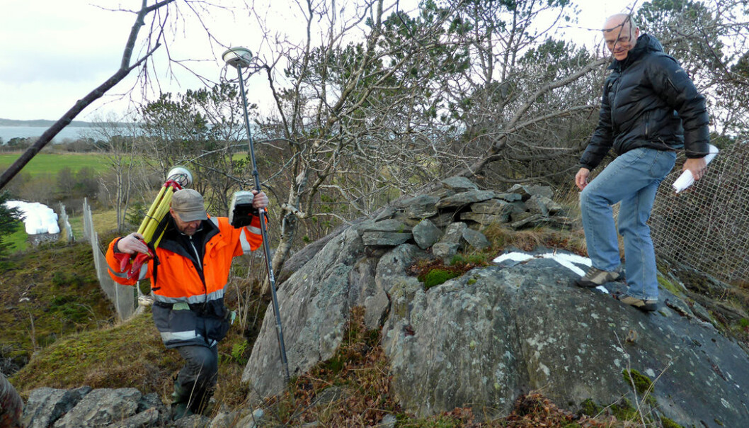 New elevations are being chalked up all over Norway.  Chief County Surveyor Kjetil Gjesdal (right) and Surveyor Kjell Skullerud at Herdlaåsen in Hordaland County. (Photo: Sveinung Engeland, Norwegian Mapping Authority)