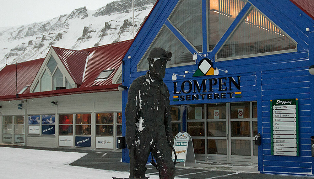 The town of Longyearbyen has a modern shopping centre and clothing and outdoor stores along its main pedestrian street. But the statue of the coal miner is a reminder of who - or what - really dominates the economy. (Photo: Georg Mathisen)
