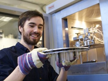 Climatologist Eirik Vinje Galaasen of the Bjerknes Centre for Climate Research in Bergen prepares for an analysis of sea floor sediments from an area of the North Atlantic south of Greenland. (Photo: Gudrun Sylte)