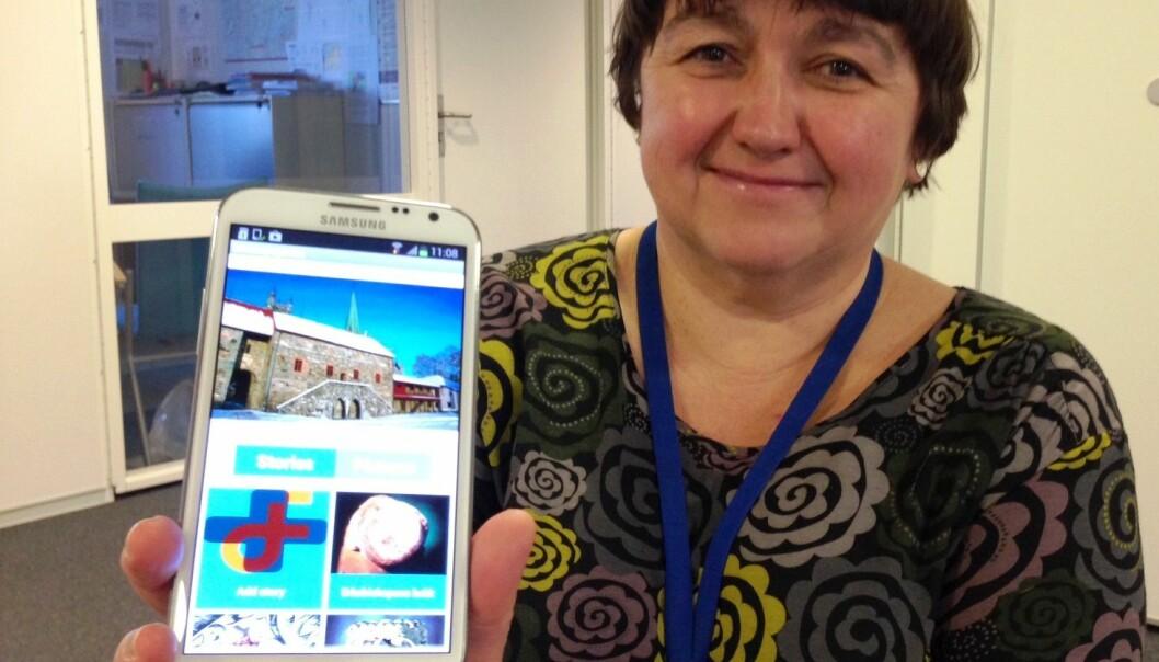 Jacqueline Floch gets cultural experiences via a smartphone (Photo: SINTEF)