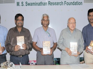 From the book launch (left to right): Dr. K. Krishna Reddy, Dr. Ajay K Parida, Dr. K. Palanisami, Prof. M.S. Swaminathan and Dr. N. Udaya Sekhar. (Photo: Ragnar Våga Pedersen)