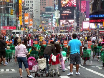 The streets round Times Square in New York were closed for traffic on Memorial Day at the end of May in 2009. People were handed out green folding chairs as a trial run. Today these have been replaced by permanent benches and the traffic has been banished. (Photo: Jim Henderson, Wikimedia Commons)