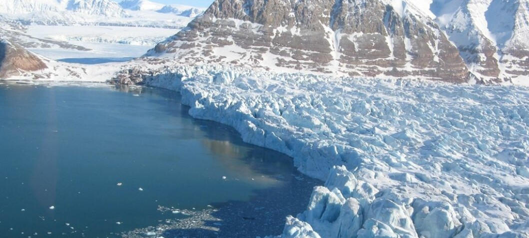 Glaciologists luck out with seismograph and video