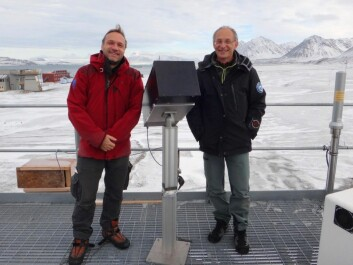 Mathieu Barthélemy (left) and Jean Lilensten on Svalbard with the instrument they used – the spectro photo polarimeter. (Photo: Mathieu Barthélemy)