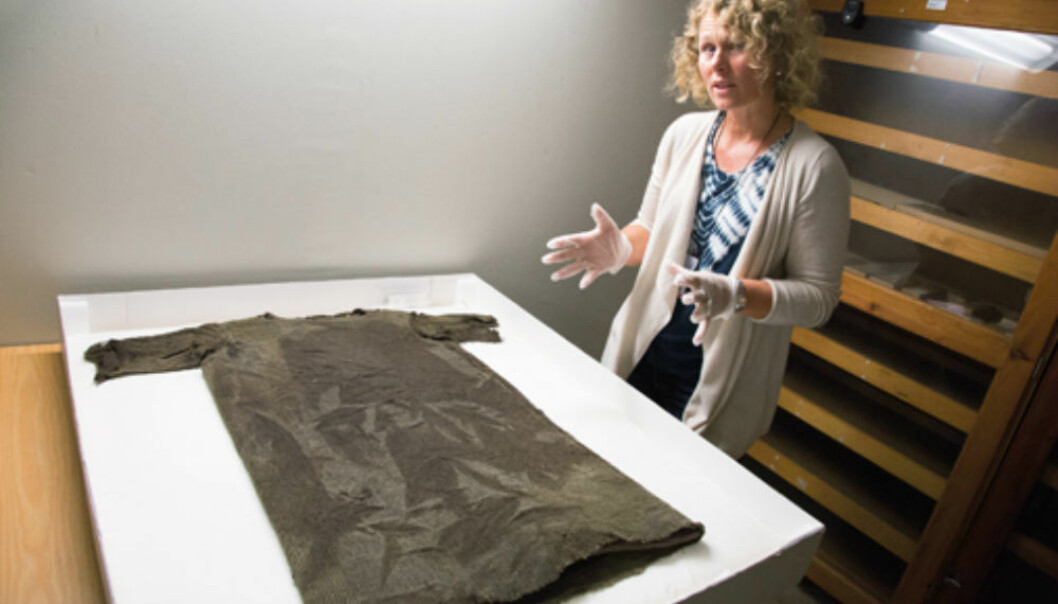 One of our aims in reconstructing the tunic is to learn more about how the textile was made, how time-consuming it was to make, and how the wool was used, explains Marianne Vedeler. (Photo: Yngve Vogt)