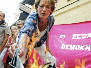 The Swedish equal rights debate is demonstratively hotter than the discourse in Norway. In 2010 Fi leader Gudrun Schyman burned SEK 100,000 [$13,000] on a barbecue to protest wage disparity based on gender in Sweden. (Photo: Jan Erik Henriksson/ Scanpix)