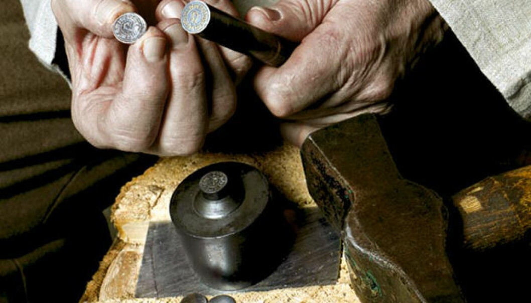 """Metallurgist Otto Lohne shows the markings on the archbishop's coin, called """"hvid"""". (Photo: Ole Morten Melgård)"""