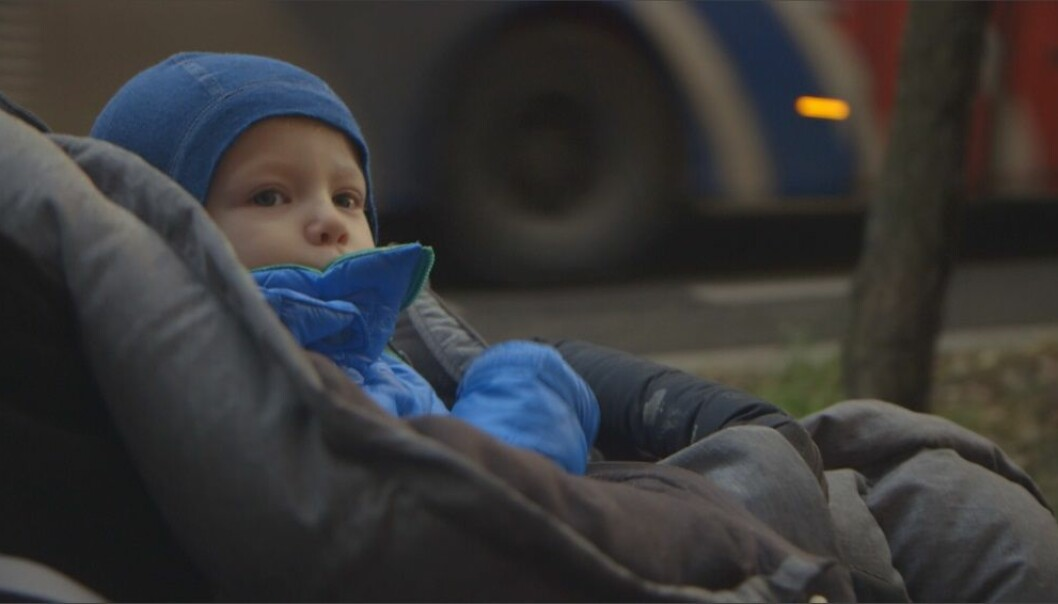 Children breathe at a faster rate than adults and are closer to the ground where the air is more polluted. Air pollution can even have an impact on the child in the womb. (Photo: Ole Andreas Grøntvedt / NRK)