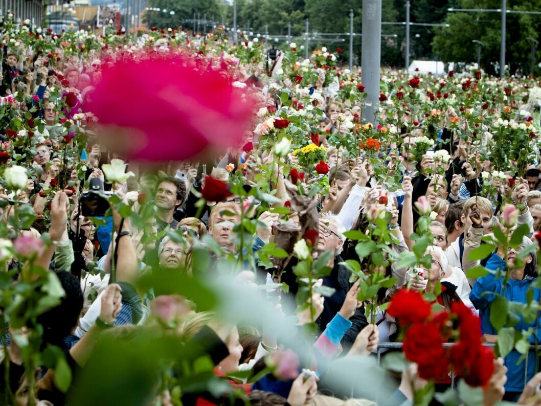 27 July 2011. People come together for rose marches throughout the country. Here from Oslo's Town Hall Square. (Photo: Krister Sørbø / VG)