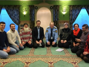 Sarpsborg has focused on dialogue. Representatives from different religious communities, the municipality and police meet regularly. Here, police chief Tommy Brøske, SLT coordinator Tone Faale and acting deputy mayor Kirsti Skaug meet representatives from the Bosnian religious community and the Muslim Culture Centre. (Photo: Private)