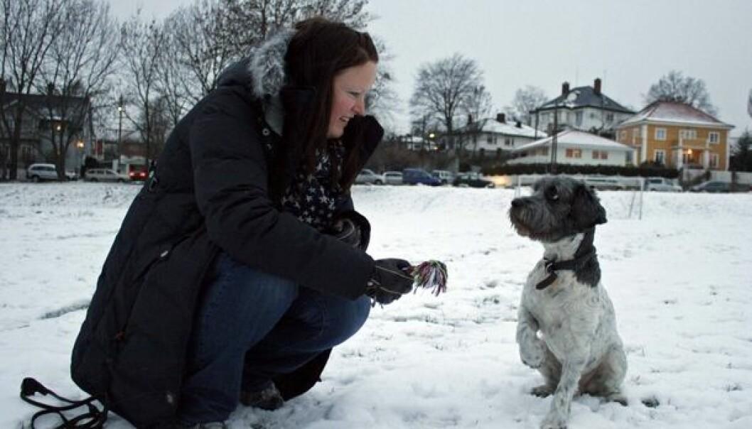 Nina Thorstensen and her dog Joppe on a walk in the park. (Photo: Ida Korneliussen)