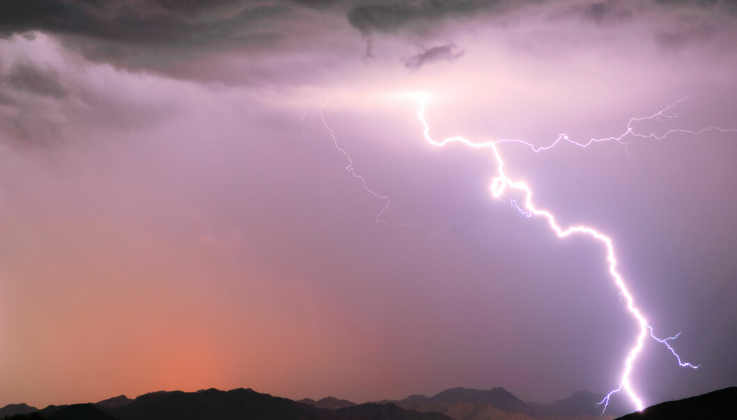 Special advice if you want keep safe during thunderstorms. (Illustration photo: Microstock)