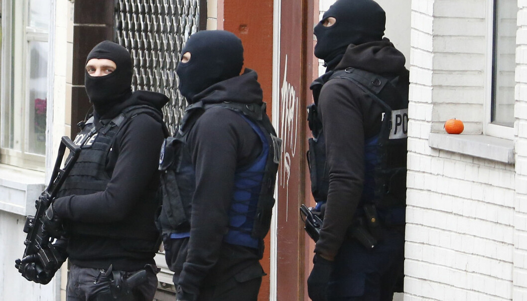 Belgian police stage a raid, in search of suspected muslim fundamentalists linked to the deadly attacks in Paris, in the Brussels suburb of Molenbeek. (Photo: Yves Herman, Reuters)