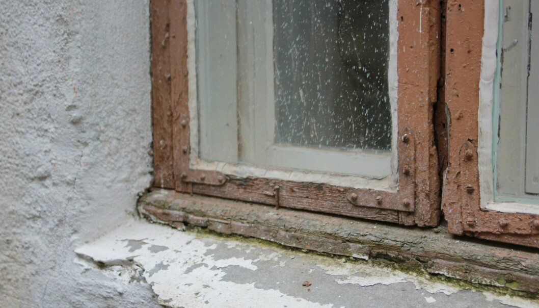 Old windows in a  heritage building can not be removed. But they can be insulated and repaired. (Photo: NIKU)