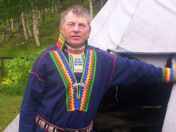 Not even this man in his traditional Pite Sami costume in Beiarn, Nordland speaks Pite Sami as his mother tongue. Nor does anyone in Norway today. (Photo: Norbert Kiss Eino81 / Wikimedia Commons)