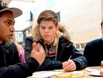 Mosad, Niklas and Preben, from Hjalmar Johansen secondary school in Skien, joined in on a dialogue café with politicians. (Photo: Lars Ravn)