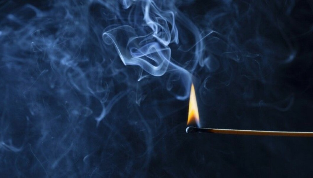 Is it really true that a burning a match can get rid of the bad smell in a bathroom? (Illustration photo:fantasystudio/Shutterstock/NTB scanpix.)