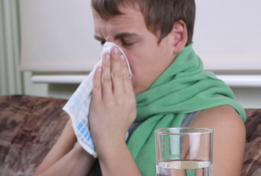 A runny nose is a sure symptom of a cold, but also allergies can turn your nose into a leaking faucet. (Photo: Colourbox)