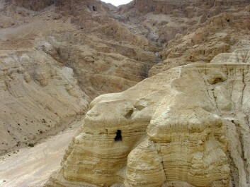 This is Cave 4, one of the caves of Qumran, where some of the Dead Sea Scrolls were found. (Photo: Effi Schweizer)
