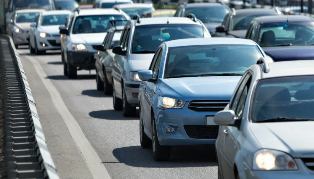 Older drivers are decreasing the average speed of vehicles on Norwegian roads. As they drive their own cars slower they hold back those driving behind them and this generates slower overall traffic. The researchers behind this study found that the first car in a string of cars is often over the age of 65. (Illustrative photo: Gubin Yury / NTB/scanpix)