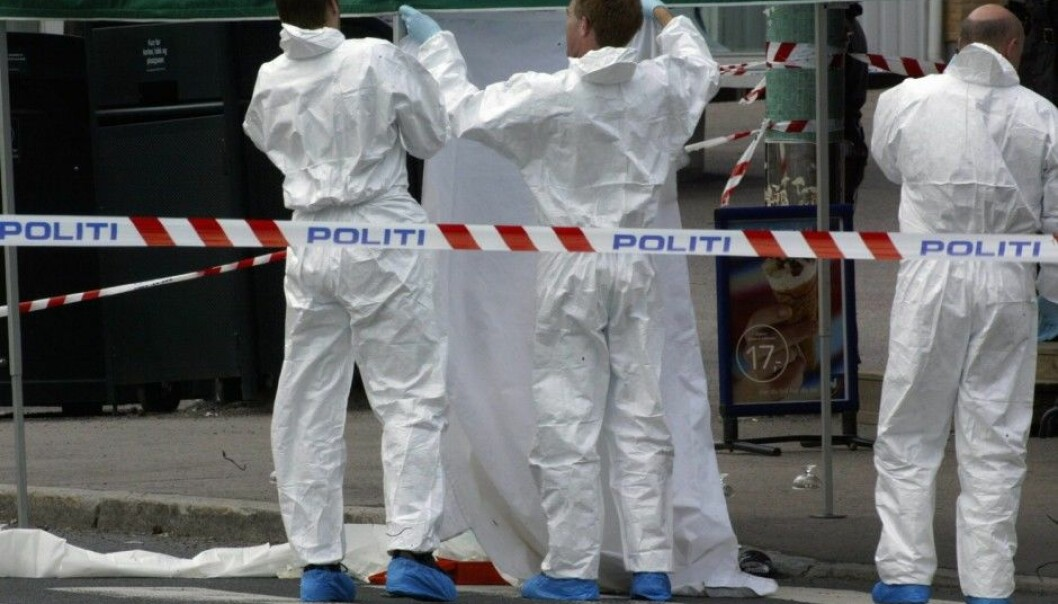 Although DNA testing is more accurate than ever, police cannot know for certain that biological material they find at a crime scene was actually left when the crime was committed.  This picture shows police investigators securing a crime scene after a murder in Oslo in 2003. (Photo: Morten Holm, NTB scanpix)
