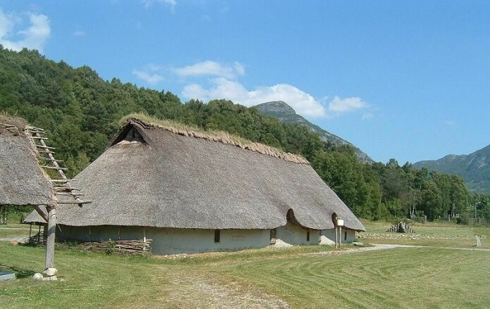 The village of Landa in Forsand in Rogaland was continuously settled for more than 2,000 years — both during the Bronze Age and the Iron Age — right up to the time of the disaster in 536. Most people lived here during the Migration Period, just before people disappeared. The Bronze Age house in the picture dates from 1500 years before the disaster. But the building practices did not change much at this time.