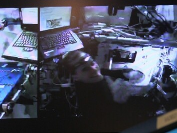 Here Kathleen Rubins can be seen opening up the door on a direct link from the space station. Both she and everyone else in the control room are very satisfied. The computer on Rubins' left  caused the login issue. (Photo: NASA/Lasse Biørnstad/forskning.no)