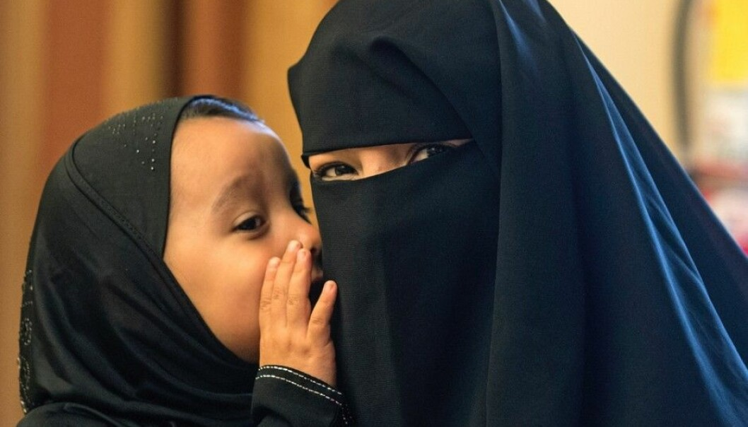 Today Europe relies on very different models to integrate foreigners. In France, everything that has to do with religion is private, which is why religious clothing such as the niqab and burqa are banned in public places. This legislation builds on the tradition of Rousseau and the French Revolution. (Photo: Cindy Yamanaka, AP / NTB Scanpix)