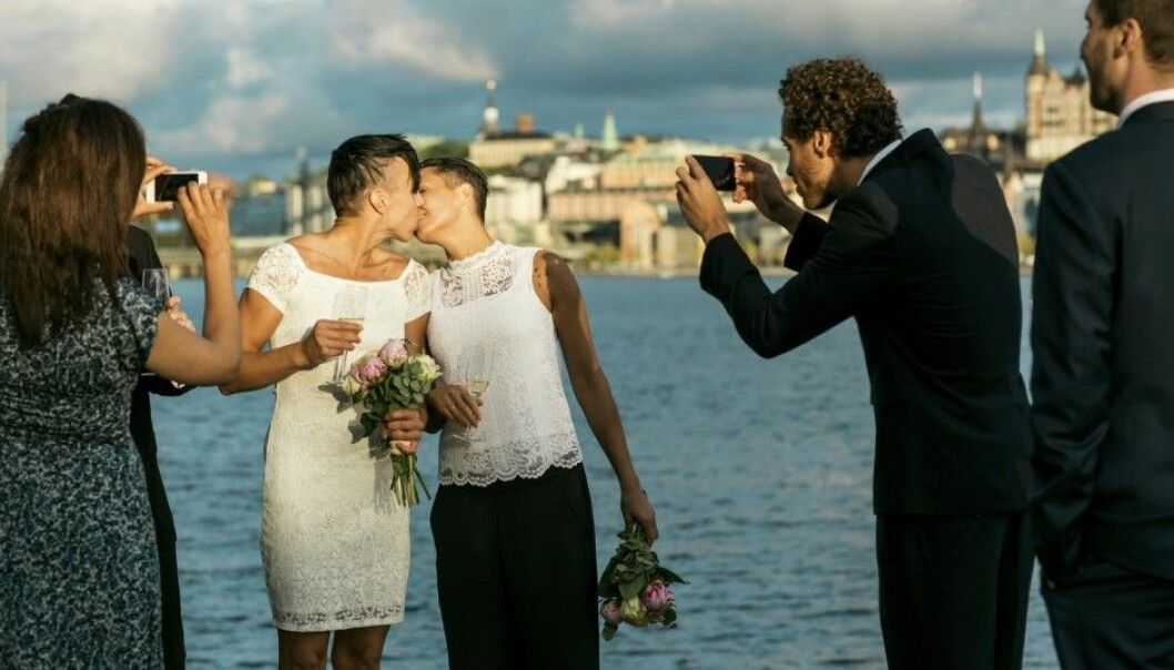 Gay women in Norway are more prone than gay men to both marry their registered partners and, within a few years, to divorce them.  (Photo: Maskot/NTB scanpix)