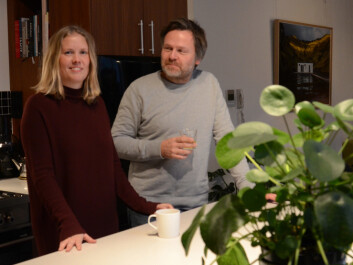 Satisfied residents enjoying a coffee in the old workshop that is now a super modern kitchen. (Photo: Lisbet Jære.)